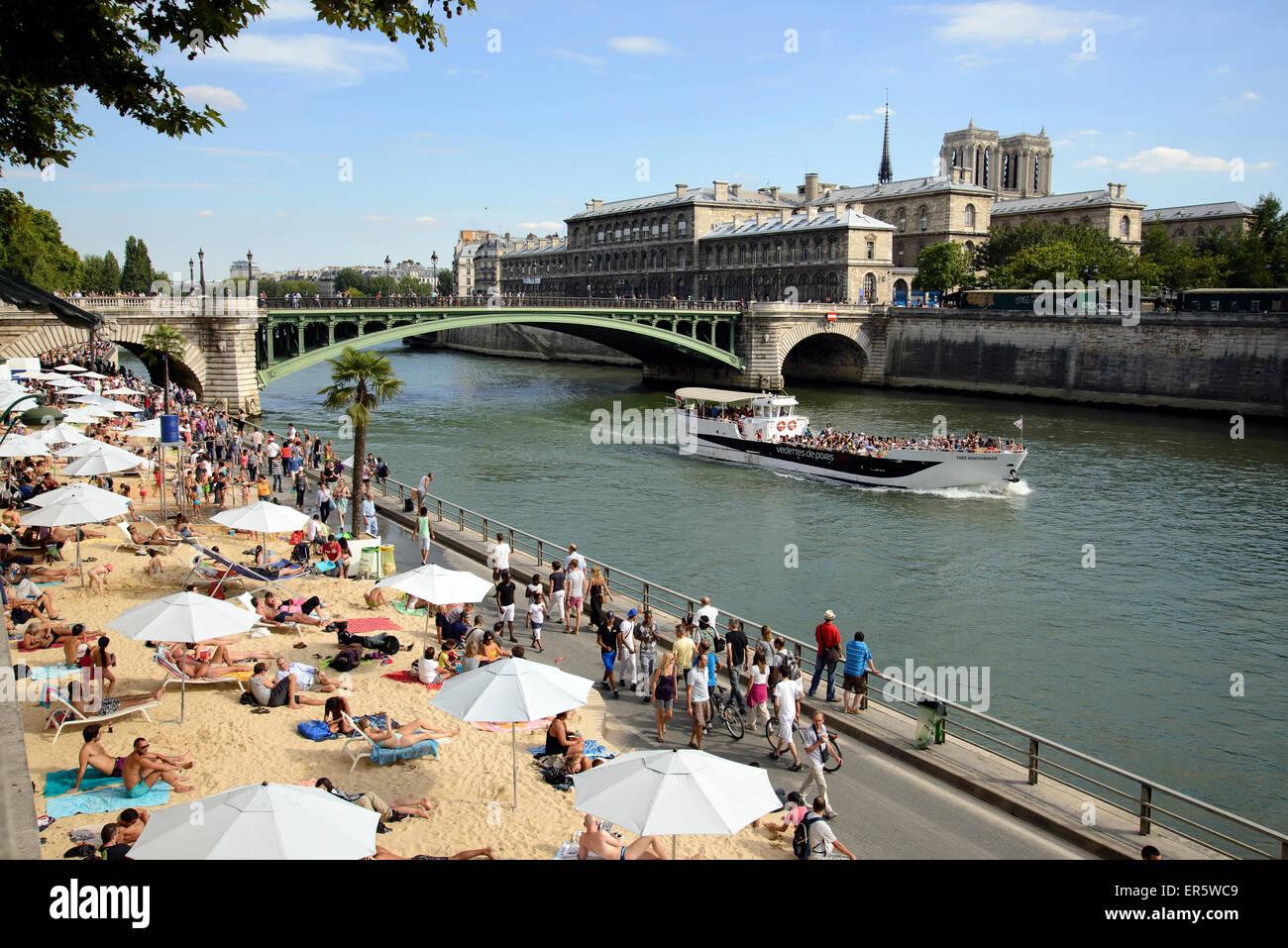 Beach along the river Seine, Paris, France, Europe Stock Photo