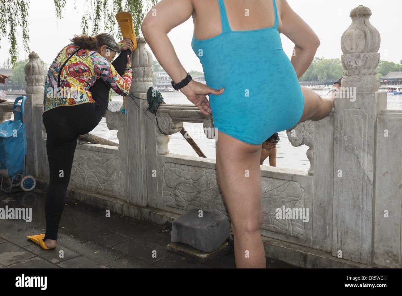 May 14, 2015 - Swimming at Shichahai, Beijing, China © Jiwei Han/ZUMA Wire/Alamy Live News Stock Photo