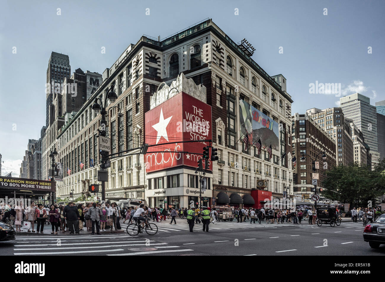 Macy's New Yorks largest  department store, 34th street, New York, USA - Stock Image