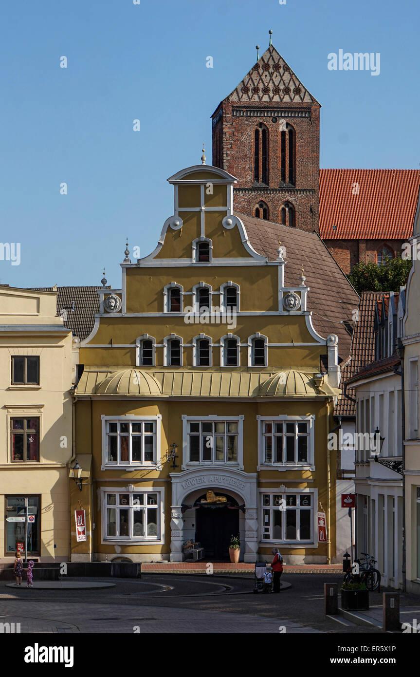 Old city center of Wismar with Nikolai church, Wismar, Mecklenburg Vorpommern, Germany - Stock Image