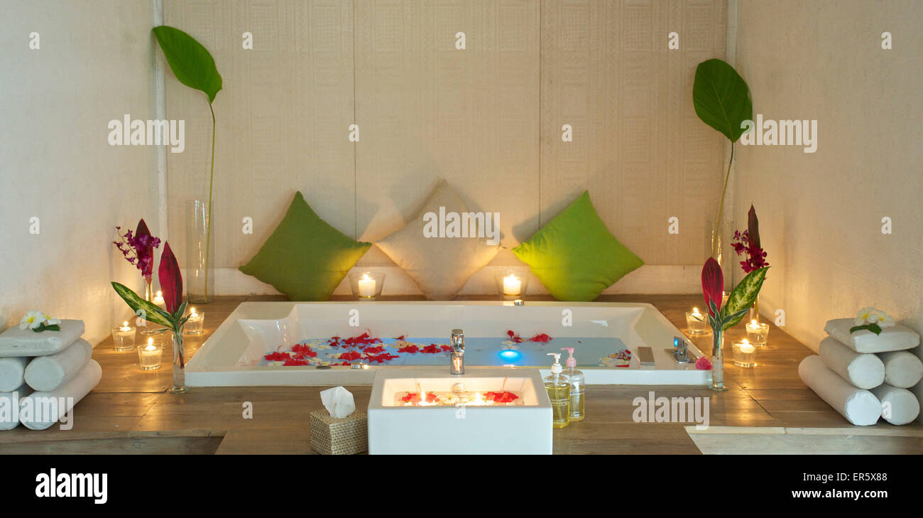 Flowers In Tub Stock Photos & Flowers In Tub Stock Images - Alamy