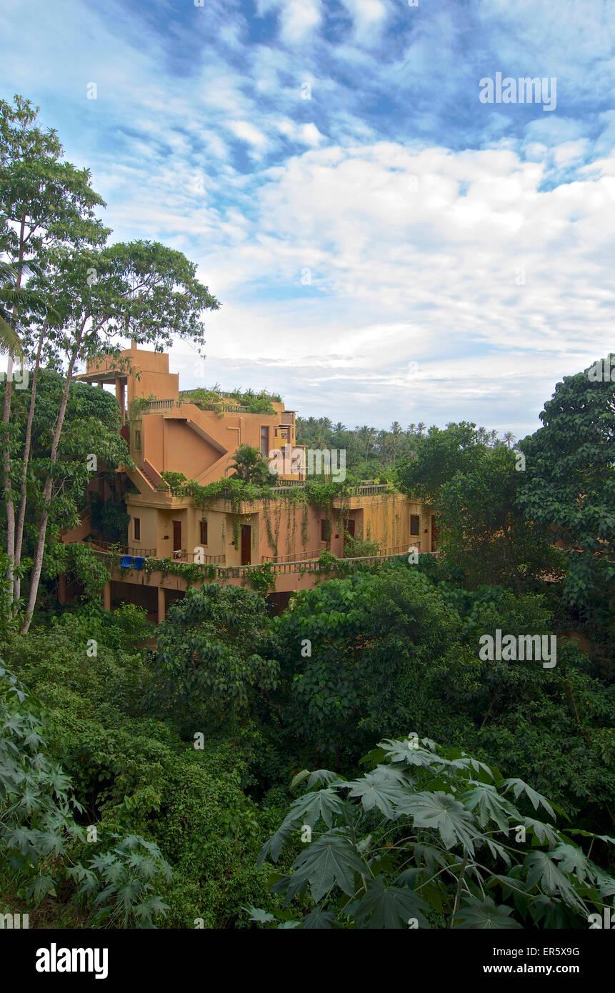 Greened building in the midst of tropical green, Berberyn Ayurveda Beach Resort, Mirissa, in the South of Sri Lanka Stock Photo