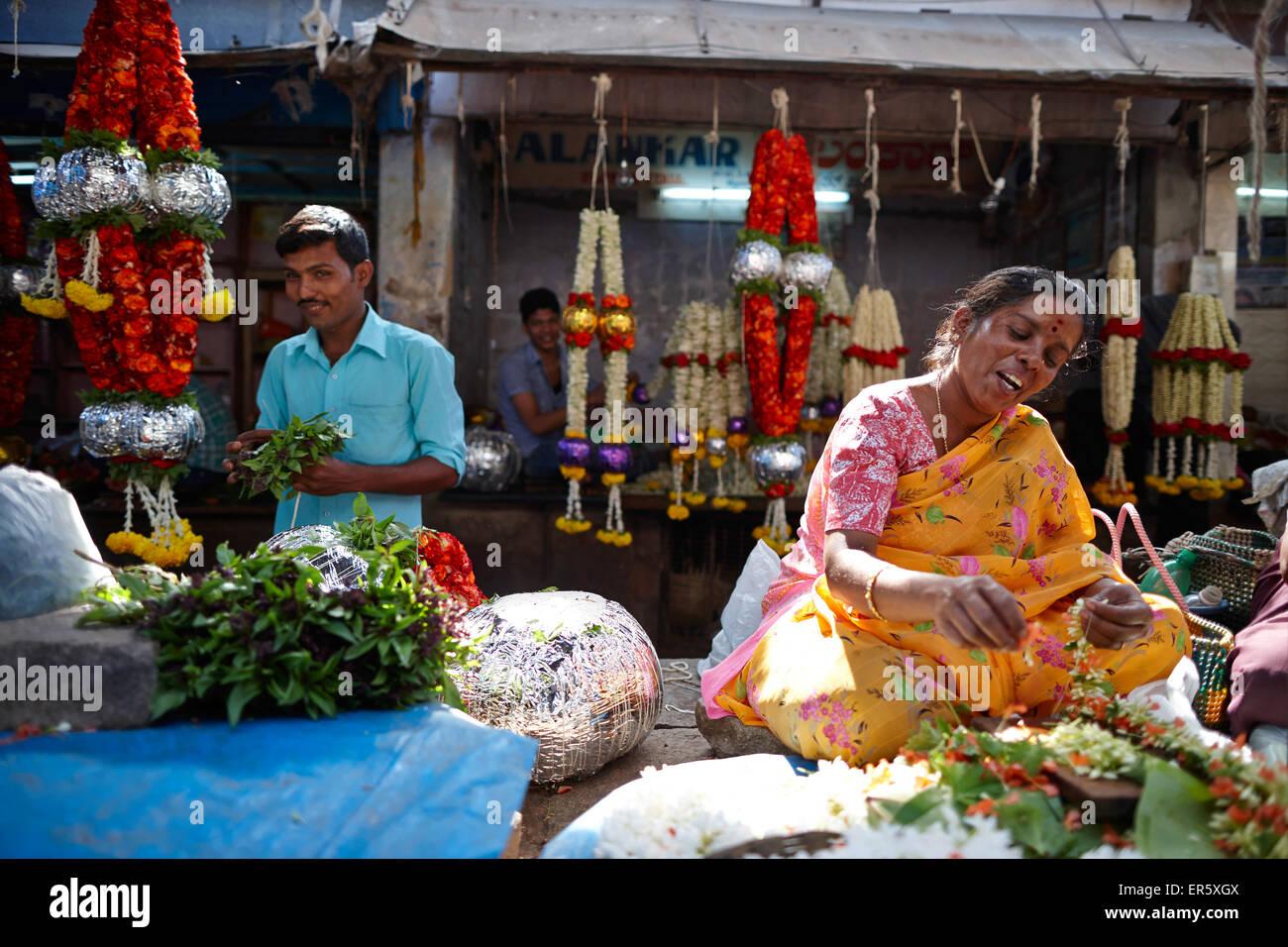Woman stringing flower garland, Devaraja Market, Mysore, Karnataka, India - Stock Image