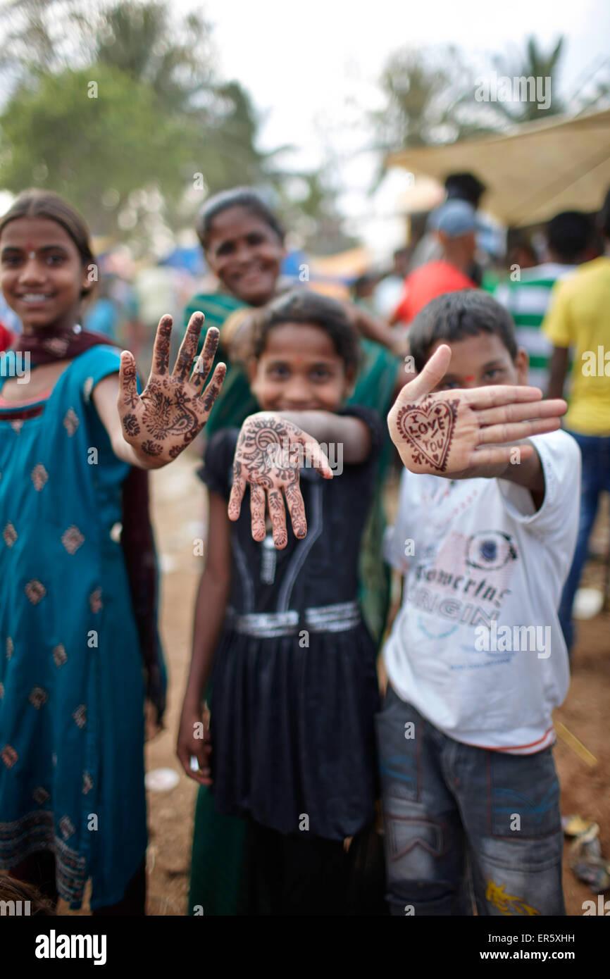 Children with henna painted hands, Angadehalli Belur, Karnataka, India - Stock Image