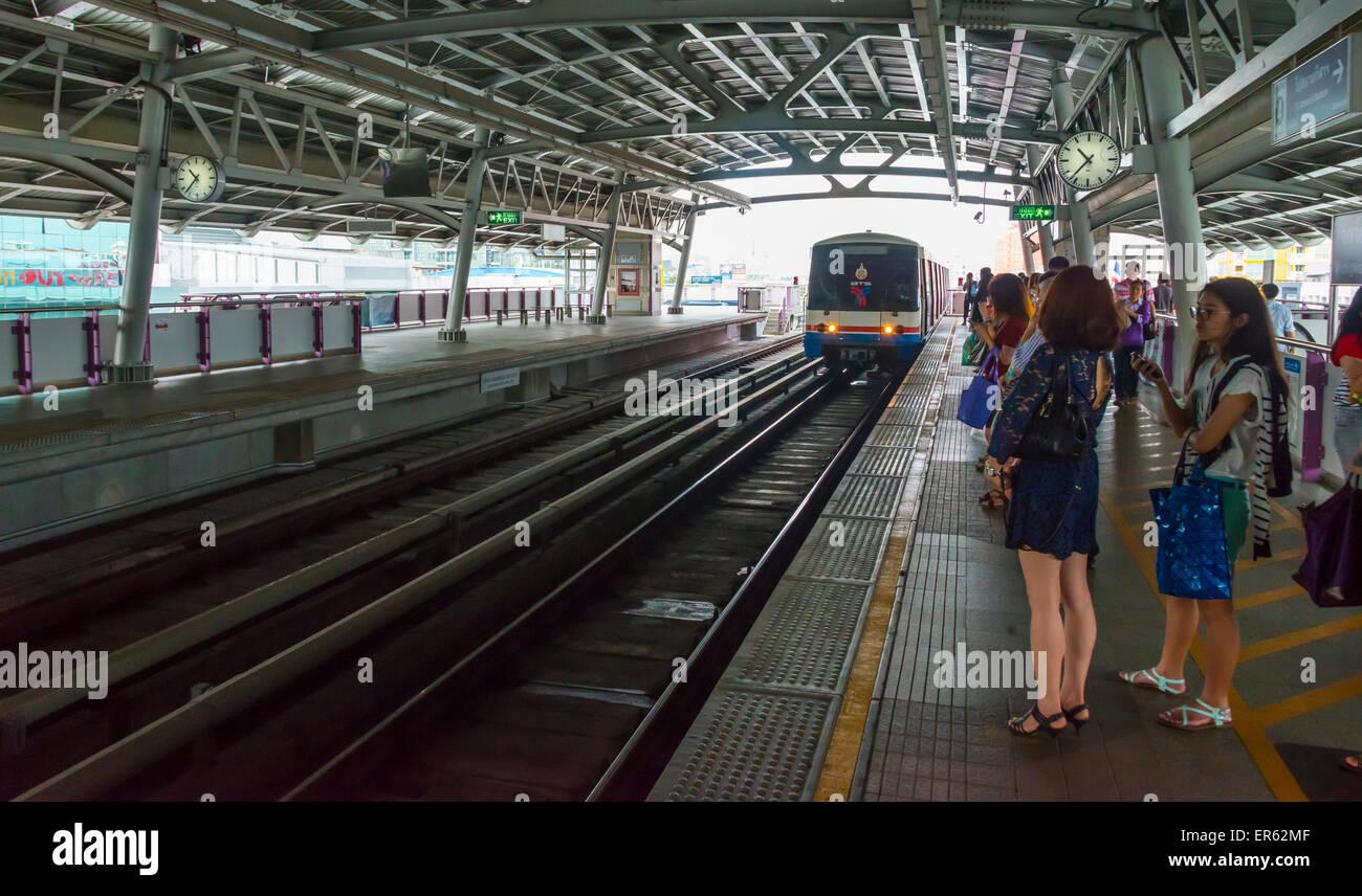 BTS Skytrain, Bangkok Mass Transit System, train entering the station, platform, Bangkok, Thailand - Stock Image