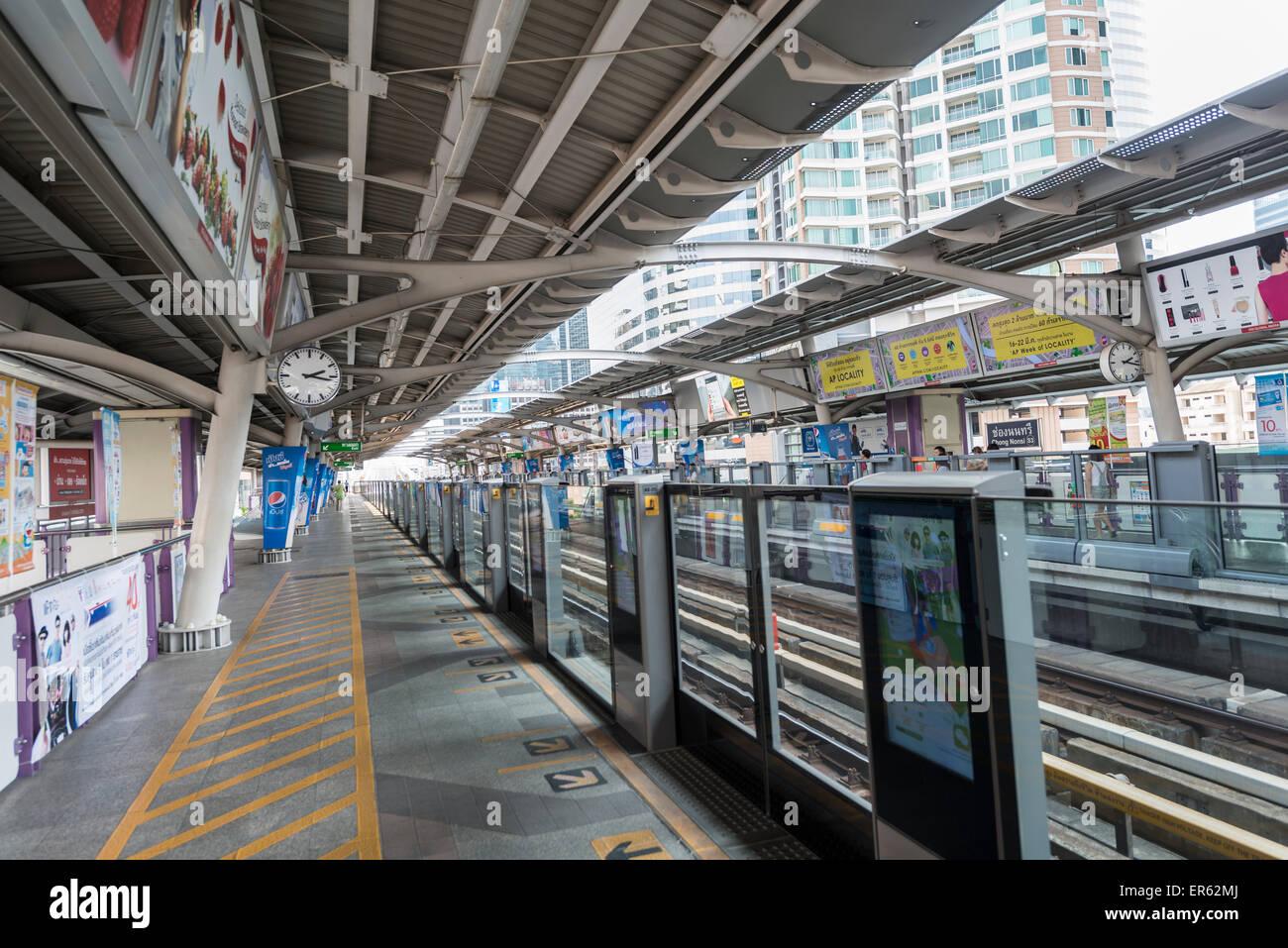 BTS Skytrain station, Bangkok Mass Transit System, platform, Bangkok, Thailand - Stock Image