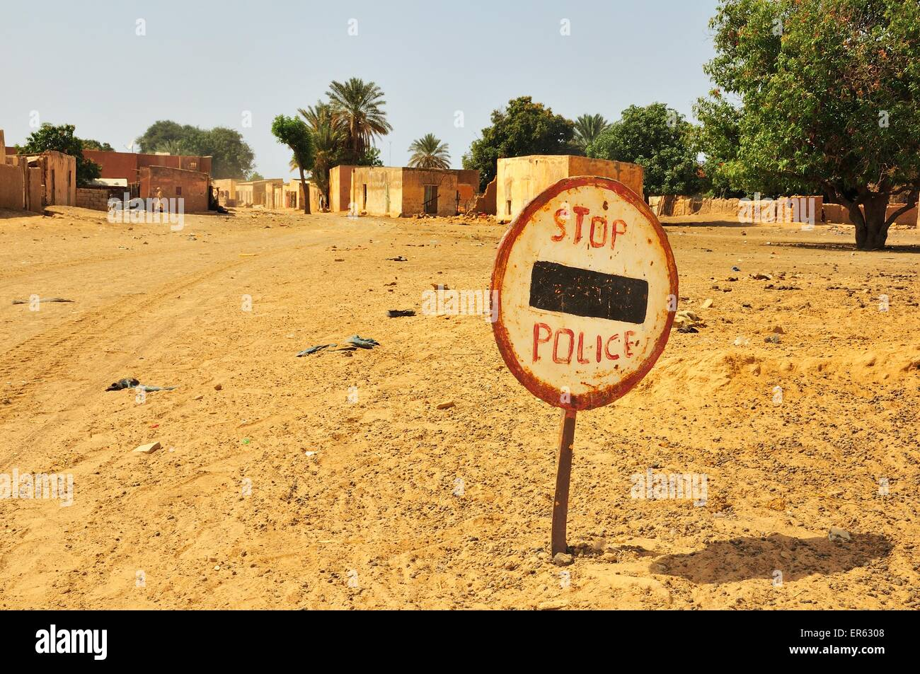 Sign, stop, police, border to Senegal, Lekseiba II, Brakna region, Mauritania - Stock Image