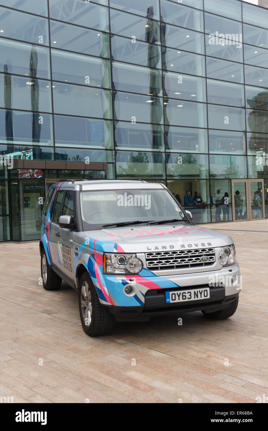 Land Rover Discovery 4 painted in a special livery to mark the sponsorship of the 2015 Rugby World Cup by Jaguar - Stock Image