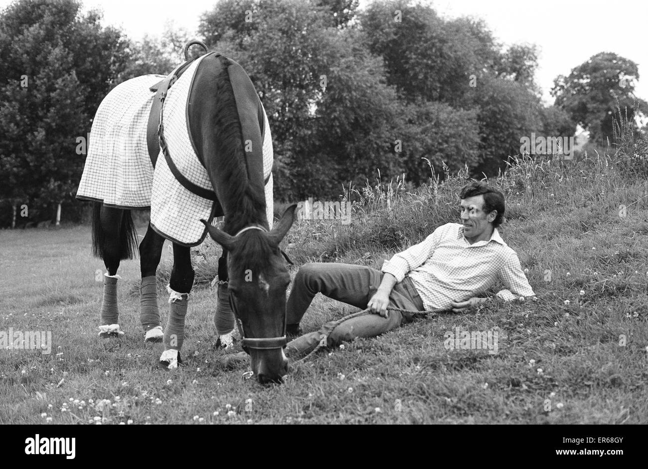 Paddy McMahon with Penwood Forge Mill at Penwood Stables, 31st July 1973. Paddy McMahon & Penwood Forge Mill - Stock Image