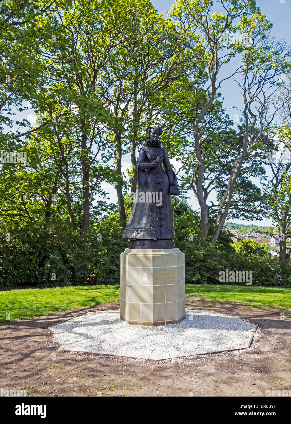 Statue of Mary Queen of Scots at Linlithgow Palace - birth-place of Mary Queen of Scots - In Linlithgow West Lothian - Stock Image