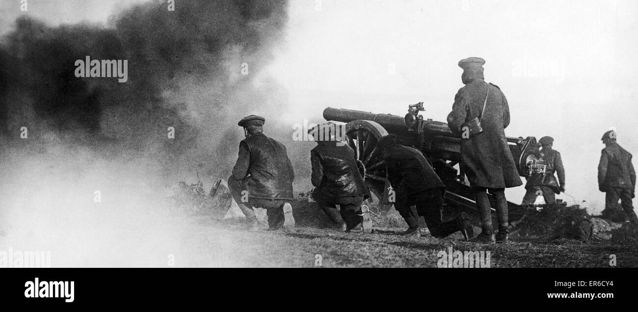 Artillery seen here in action shelling Austrian and Bulgarian positions from Salonika. April 1916 - Stock Image