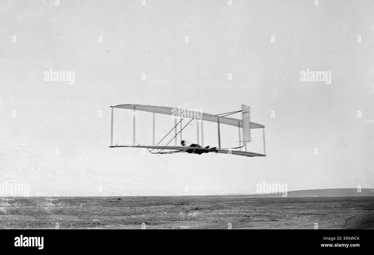Wilbur Wright gliding in level flight, single rear rudder clearly visible; Kitty Hawk, North Carolina.  17th October - Stock Image
