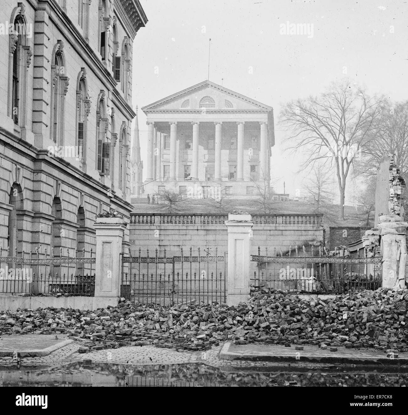 Richmond, Va. Custom House (left) and Capitol (center); rubble in street. Photograph from the main eastern theater - Stock Image