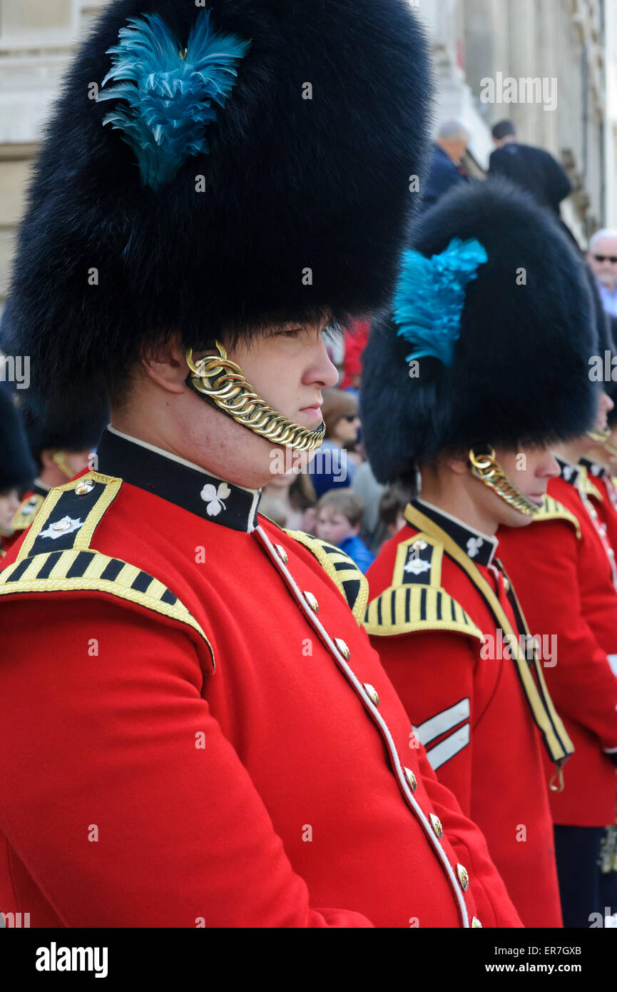 the queen s guards in their red uniform and black bear fur hats