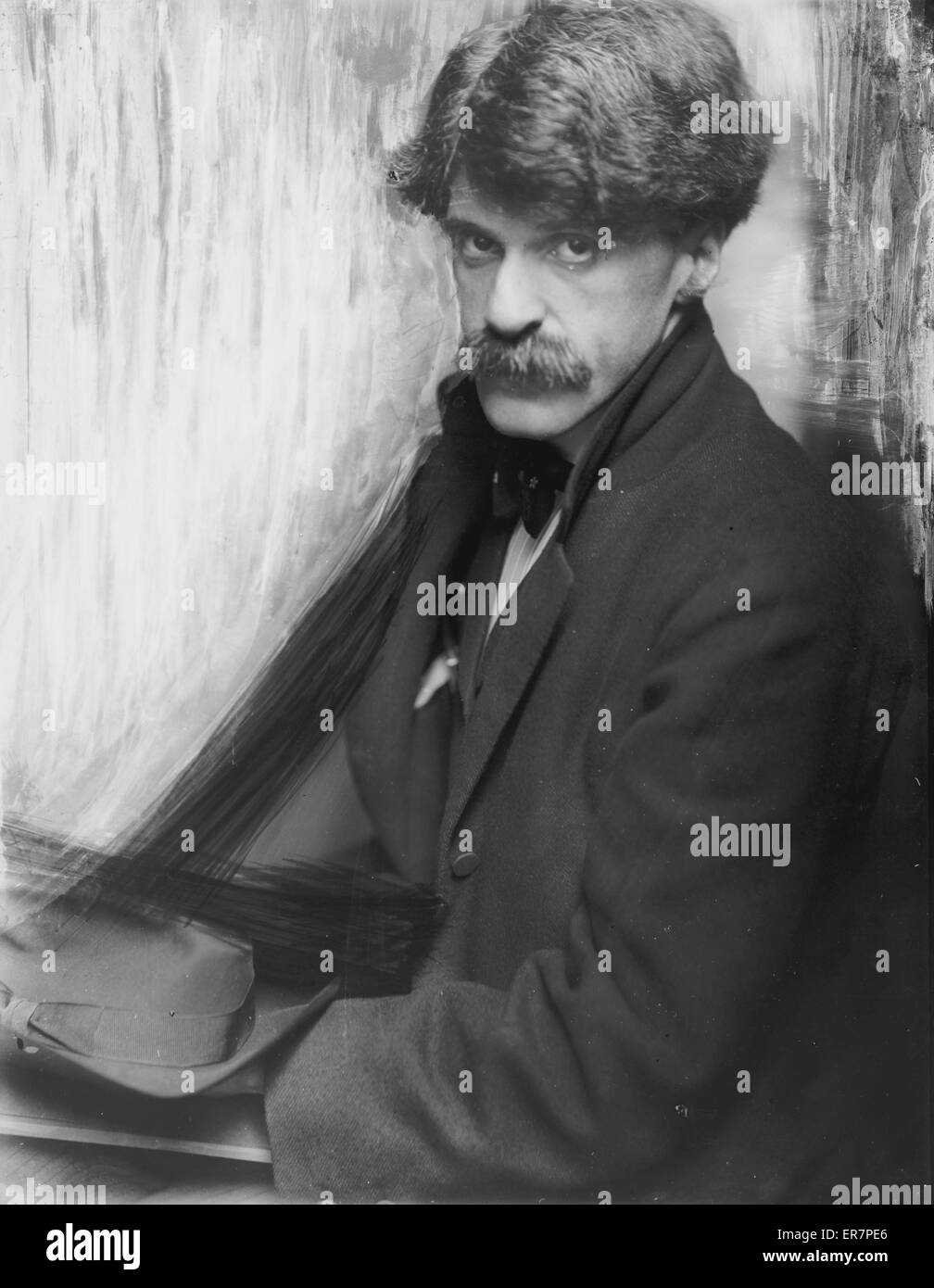 Alfred Stieglitz. Alfred Sieglitz, half-length portrait, seated, facing front. Date 1902. - Stock Image