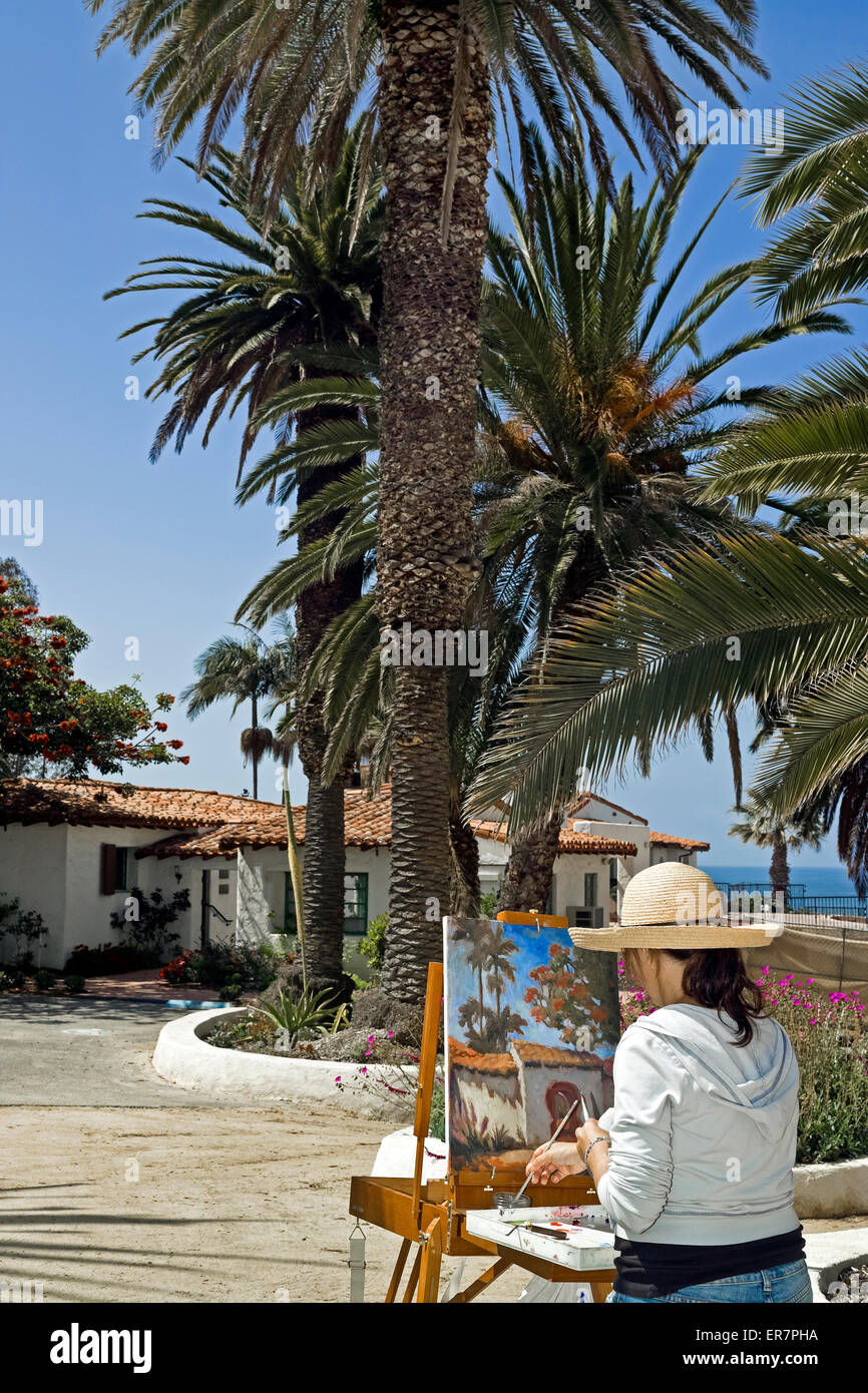 An amateur artist paints her interpretation of Casa Romantica, the 1928 bluff-top home of the founder of San Clemente Stock Photo