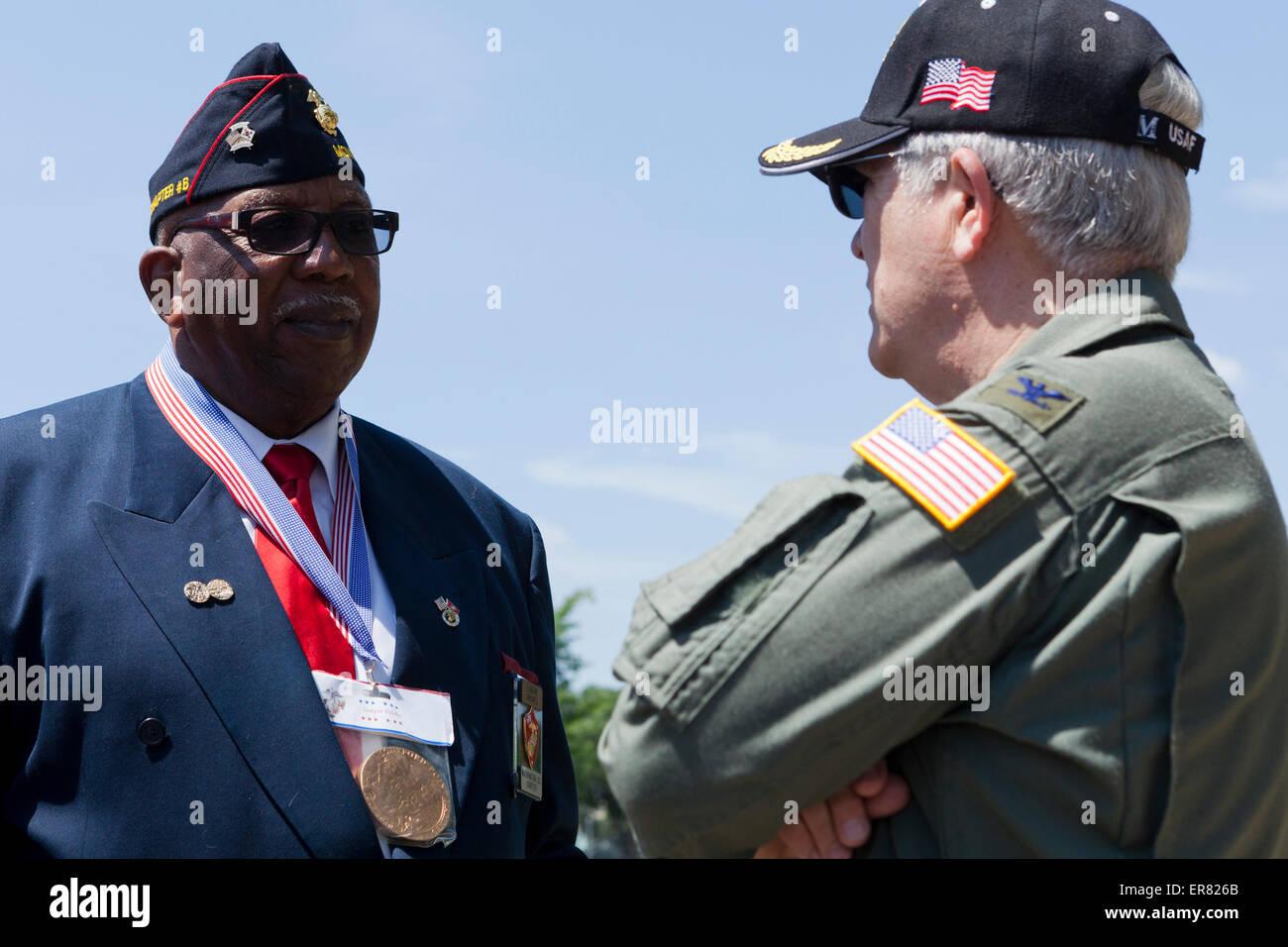 Retired US veterans chatting - USA - Stock Image