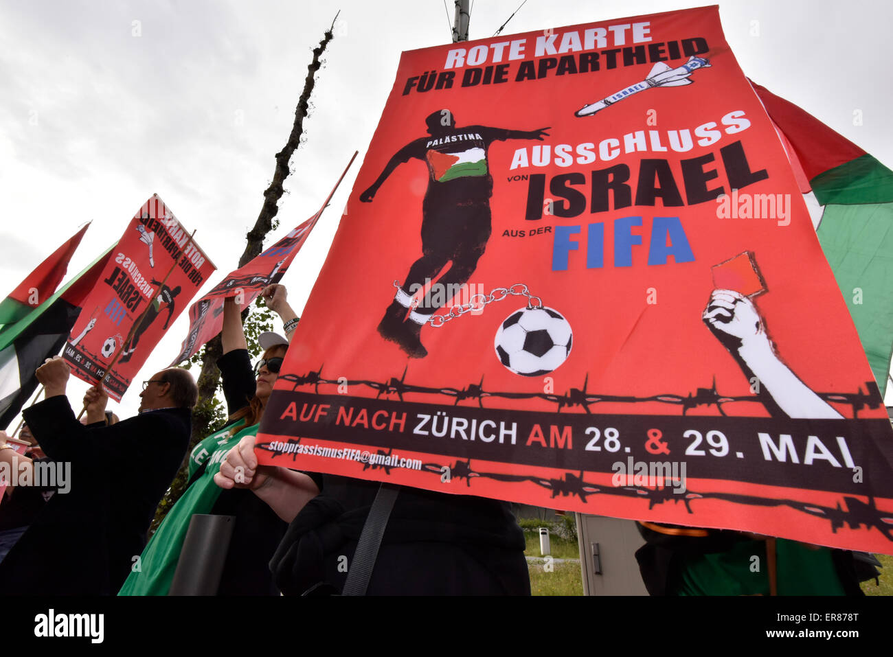 Zurich, Switzerland. 29th May, 2015. Protesters are holding up posters saying 'red card for apartheid' and - Stock Image