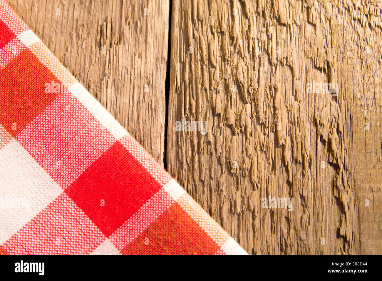 Checkered napkin on rustic wooden background (table, texture) - Stock Image