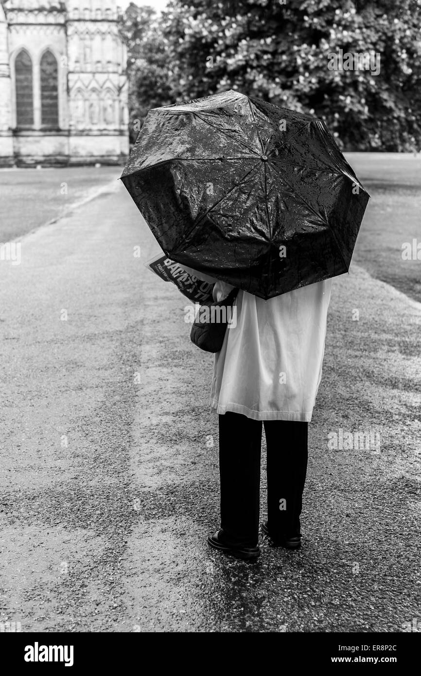 Salisbury 29th May 2015 Uk Weather A Wet Day In Salisbury For Tourists Credit Paul Chambers Alamy Live News