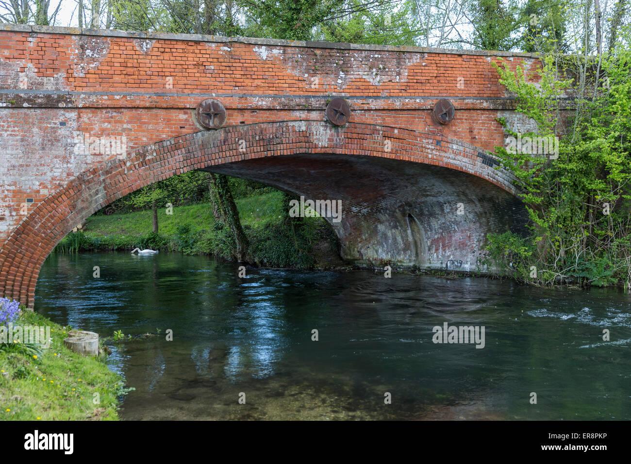 Road bridge next to The Mayfly Riverside Pub, Fullerton, Stockbridge, Hampshire, UK. - Stock Image