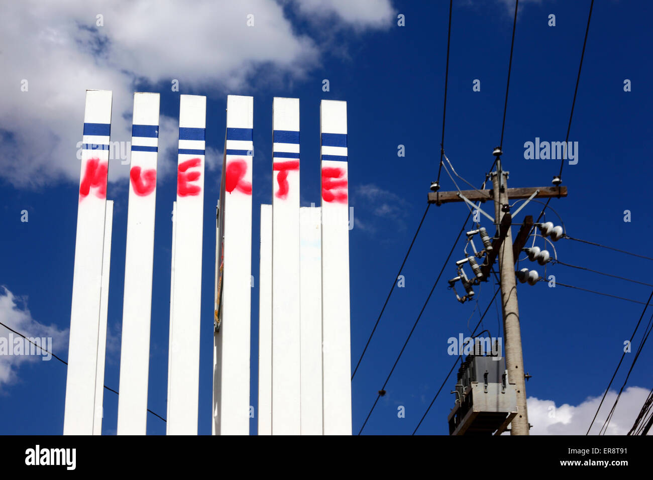 A monument with the Spanish word 'Muerte' ('Death') in protest against the Israeli military offensive - Stock Image
