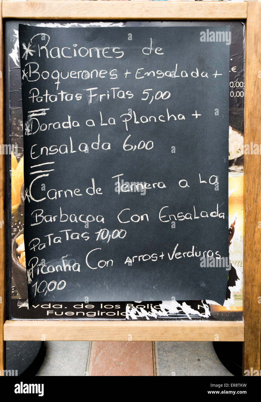A hand written menu board showing showing traditional Spanish dishes in the Spanish language - Stock Image