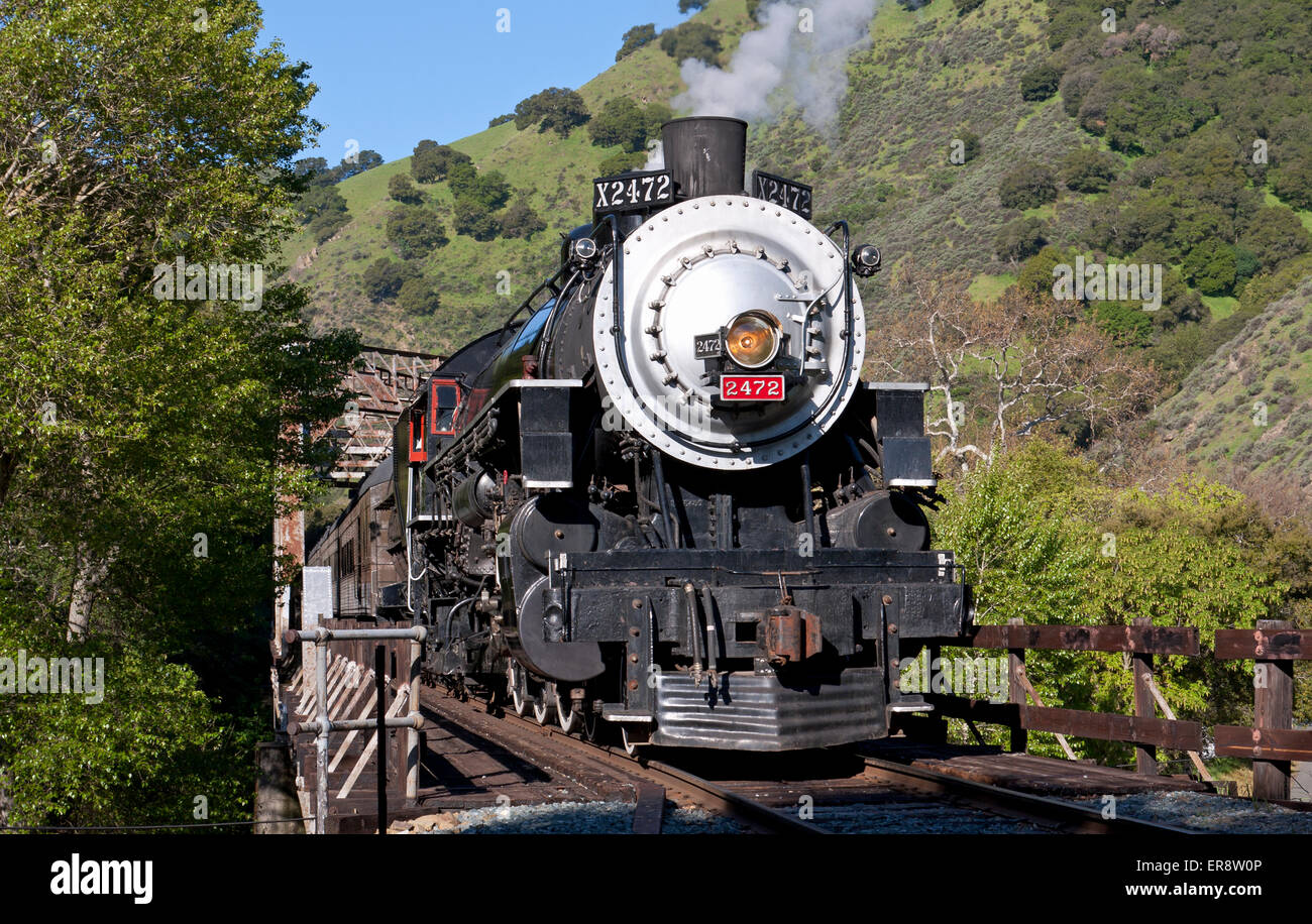 Former Southern Pacific Locomotive 2472 passes over a bridge across Niles  Canyon. - Stock Image