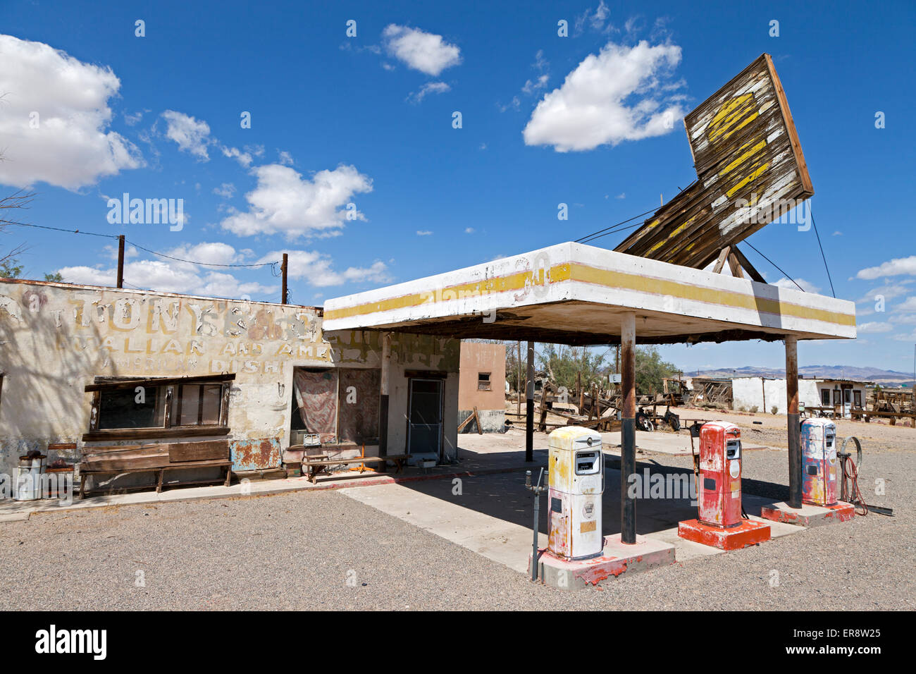 Abandoned Dry Creek Whiting Bros Gas Station And Diner Along Route 66 Stock Photo Alamy