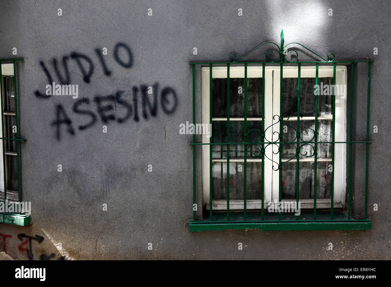 Judio Asesino / Killer Jew graffiti painted on a house in protest against Israeli military offensive in Gaza, La - Stock Image