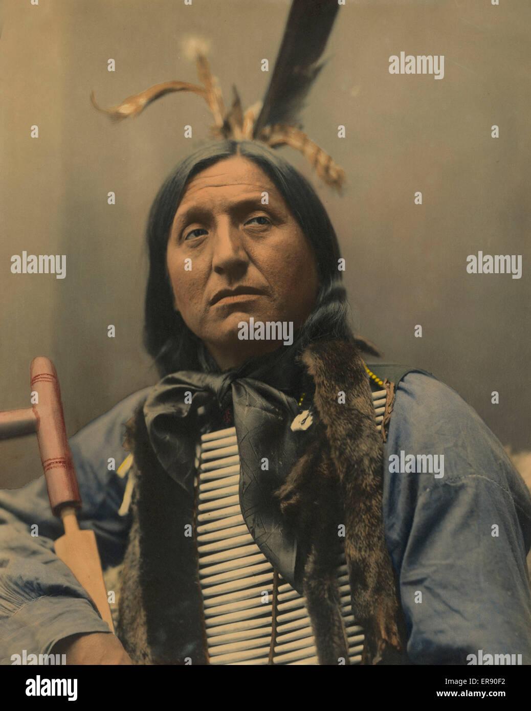 Left Hand Bear, Chief. Date c1899. - Stock Image