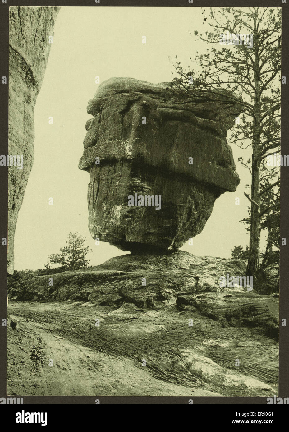 Balanced Rock, Garden of the Gods. Date between 1898 and 1905 - Stock Image