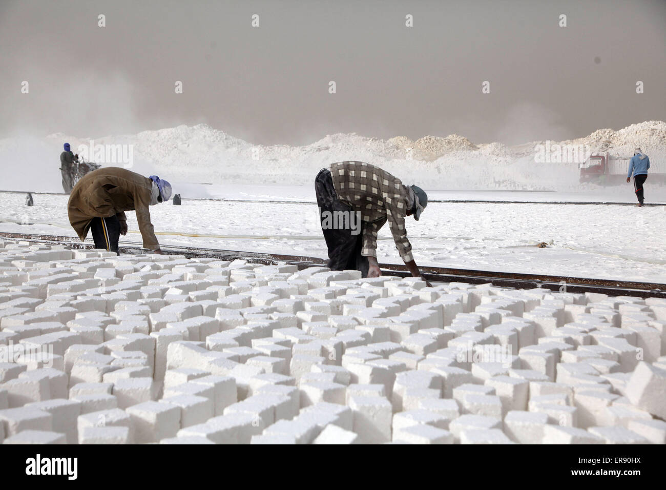 Minya, Egypt. 28th May, 2015. Egyptian quarry workers are seen working beside the cut limestone on a quarry at the - Stock Image
