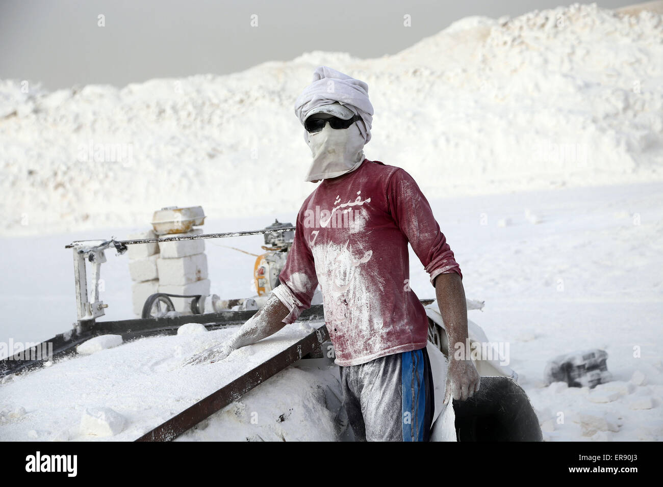 Minya, Egypt. 28th May, 2015. An Egyptian quarry worker poses on a limestone quarry at the village of Shorfa in - Stock Image
