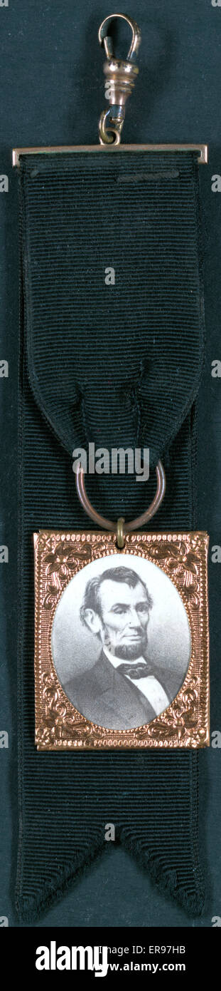 Portrait of Abraham Lincoln attached to black ribbon. Date between 1861 and 1865. - Stock Image