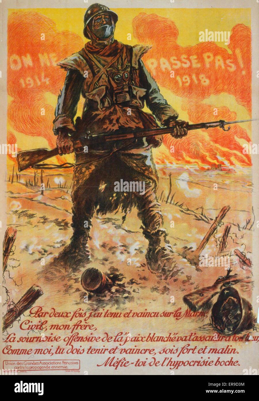 On ne passe pas. 19141918. Par deux fois j'ai tenu et vaincu sur la Marne. A soldier standing on a battlefield - Stock Image