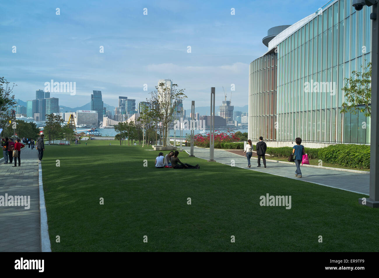 dh Tamar Park ADMIRALTY HONG KONG People walking and relaxing in park passed Legco building Stock Photo