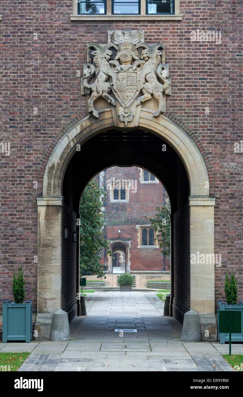 UK, England, Cambridge.  Gate to St. John's College. Stock Photo