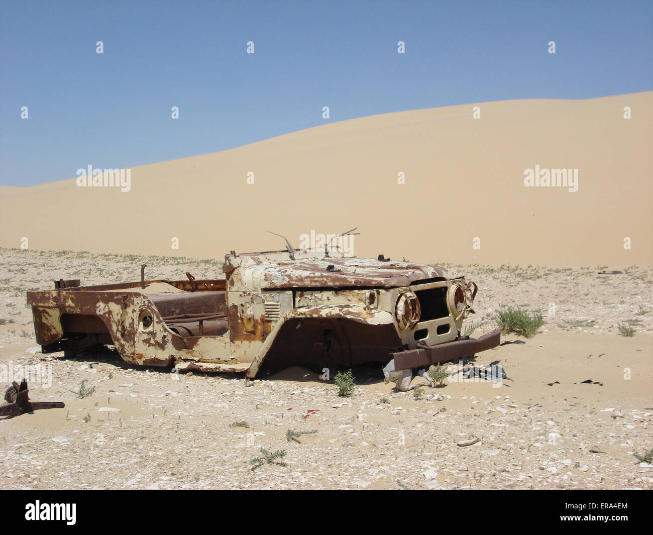 Abandon car in the desert - Stock Image