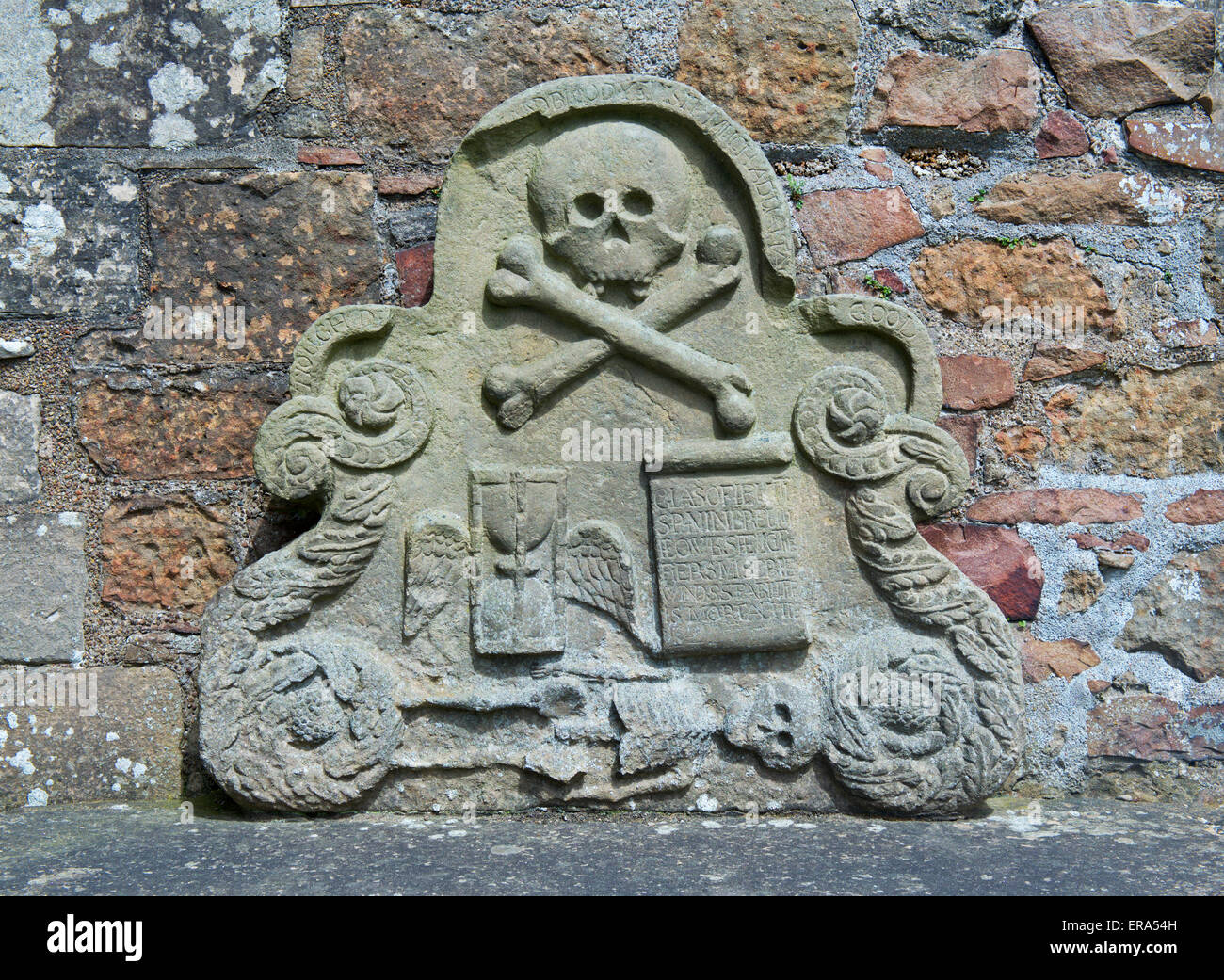 Skull and crossbones on memorial, in churchyard, UK - Stock Image