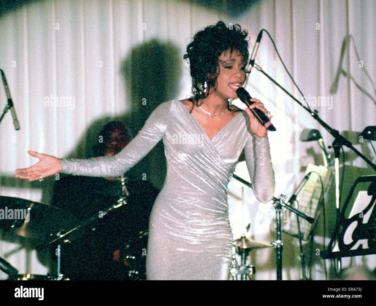Whitney Houston Performs At The State Dinner In Honor Of President Wiring A House South Africa Mandela White Washington Dc On October 3 1994
