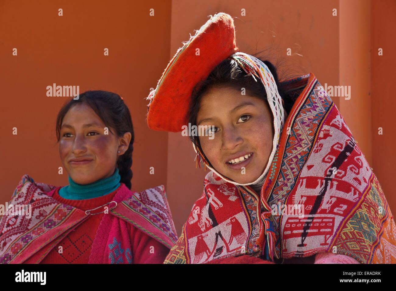 Quechua Indian girls, Willoq, Peru - Stock Image