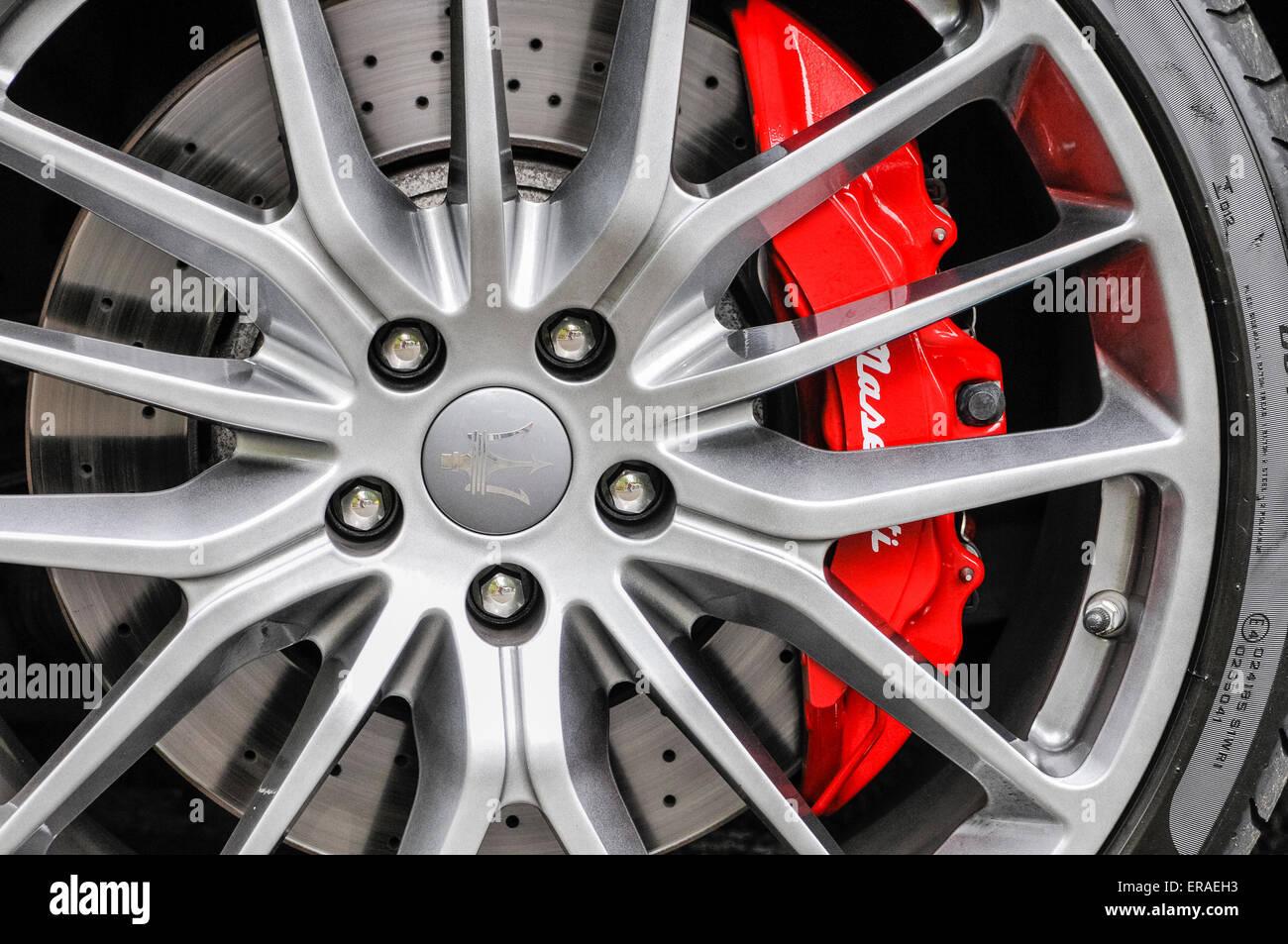 Wheel, disc brakes and brake caliper of a Maserati Gran Tourismo - Stock Image