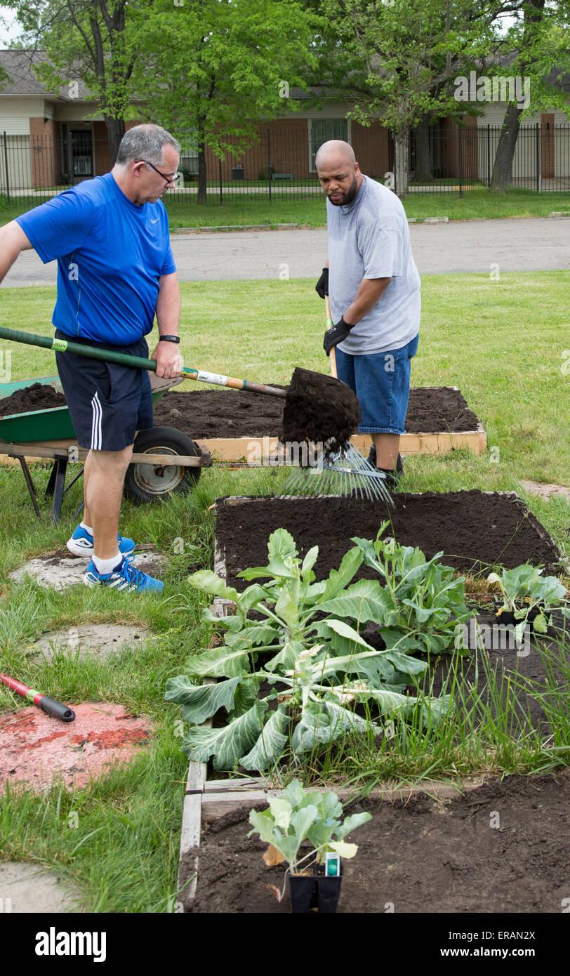 Detroit, Michigan - Members of St. John's Presbyterian Church plant a community garden. - Stock Image
