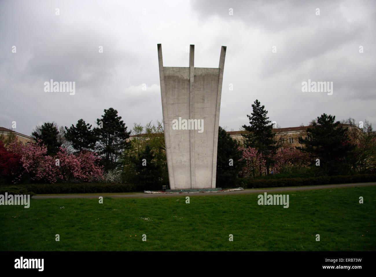 Luftbrueckendenkmal vor dem Flughafen Tempelhof, Berlin-Tempelhof . - Stock Image
