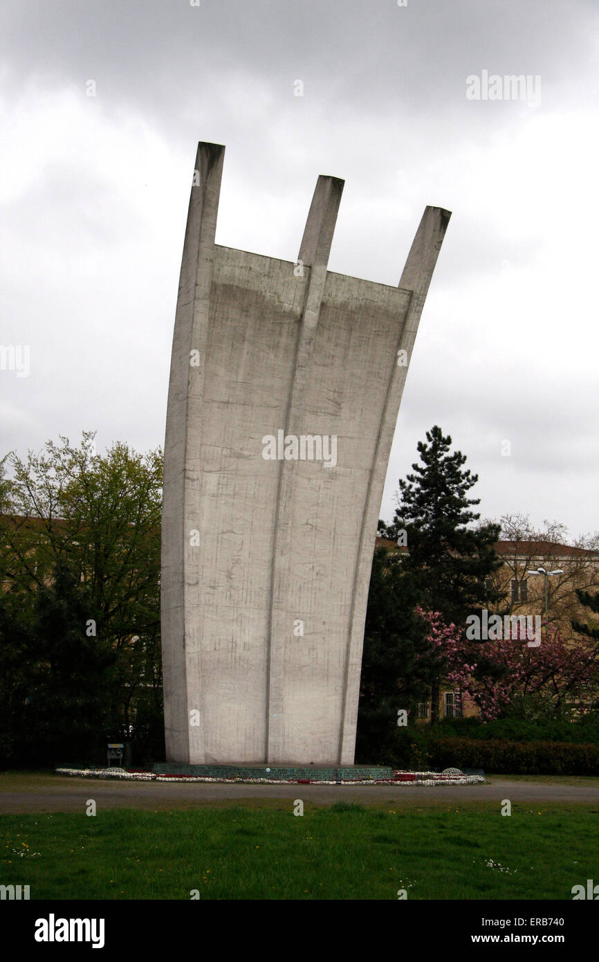 Luftbrueckendenkmal vor dem Flughafen Tempelhof, Berlin-Tempelhof. - Stock Image