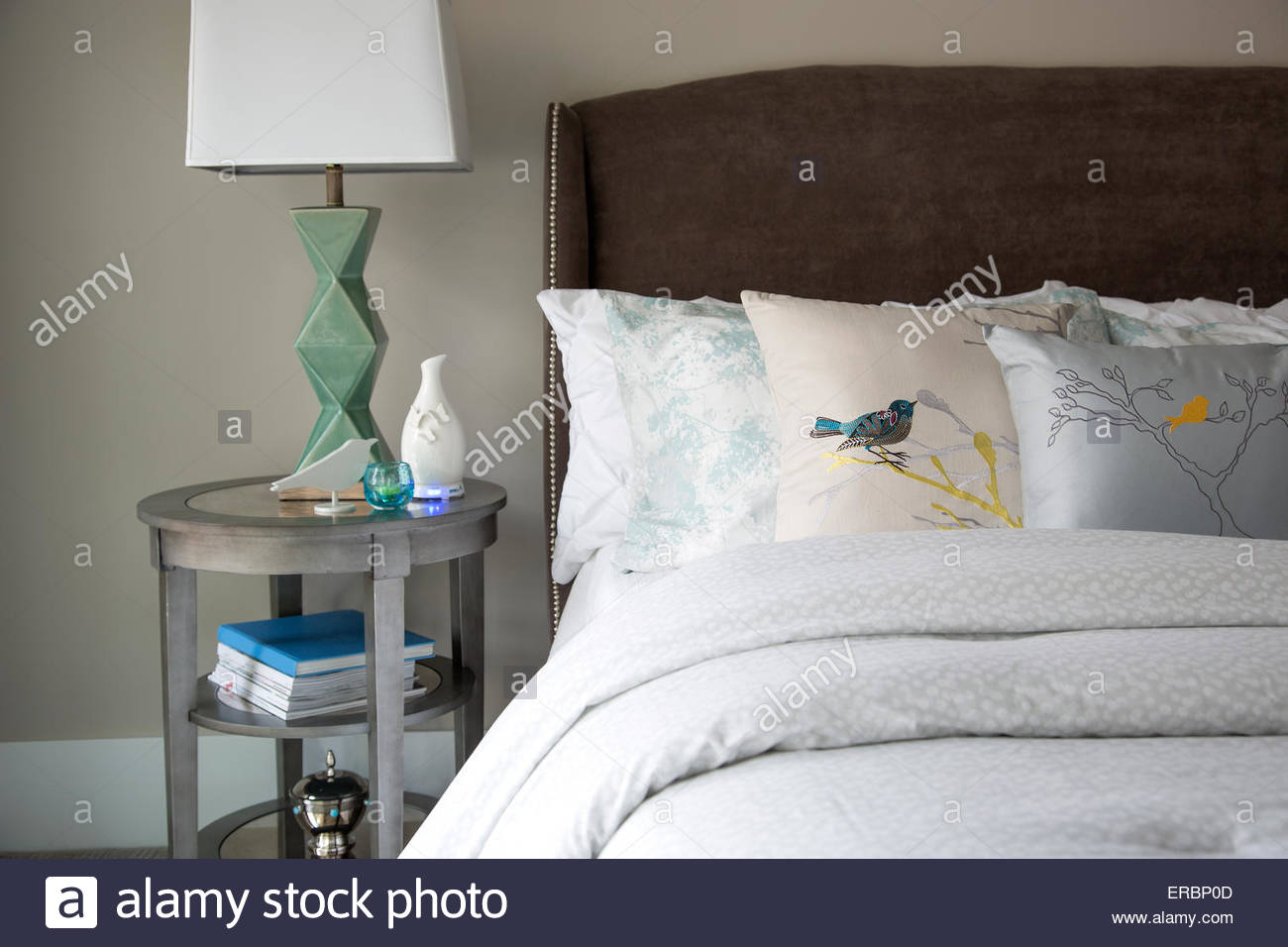Bird pillows on elegant bed - Stock Image