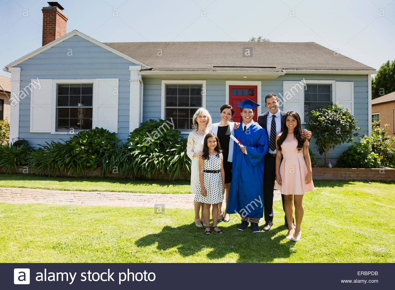 Portrait multi-generation family and graduate front yard - Stock Image