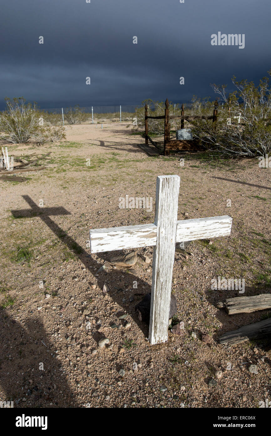 A cross with a long shadow, Daggett Pioneer Cemetery, California, U.S.A. - Stock Image