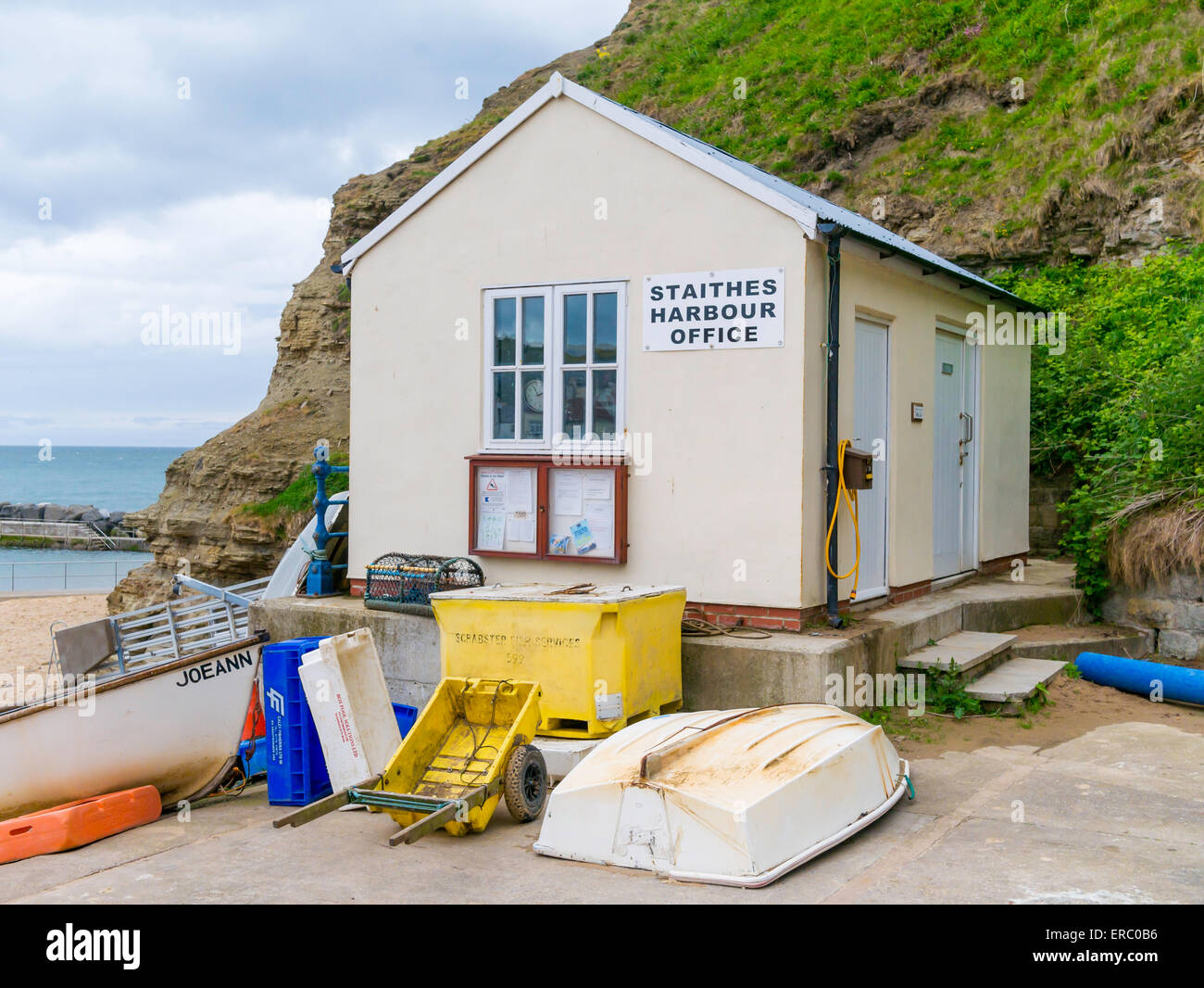 The harbour office in the North Yorkshire seaside village of Staithes - Stock Image